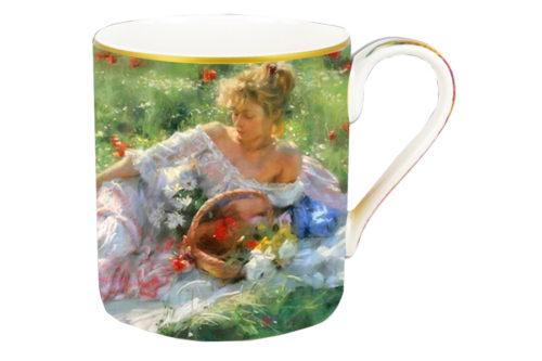 Кружка Девушка с корзиной цветов в подарочной упаковке