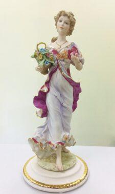 """Статуэтка """"Девушка с корзиной цветов"""" Vittorio Sabadin (Италия)"""